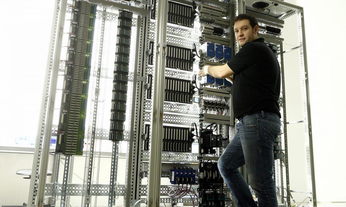 Einblicke: Mechatroniker im Schaltschrankbau