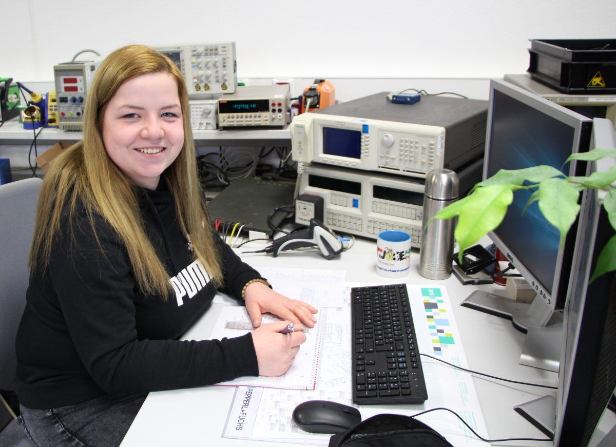 Täglich neue Herausforderungen in der Ausbildung zur Elektronikerin für Geräte und Systeme